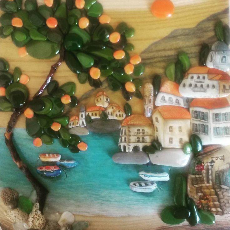 """Панно """"Солнечный город"""" Морская галька, дерево акация, морское стекло, топляк, ракушки, акрил.  #морскаягалька #pebbleart #artstone #панноизкамней #панноиздерева #южныйгород"""
