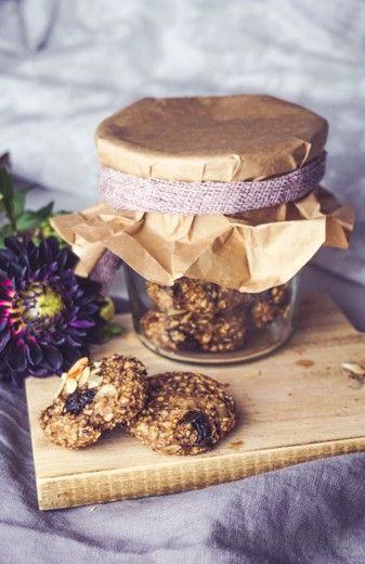 Vegane Chia-Frühstückskekse mit Mandeln, Zimt und Pflaumen