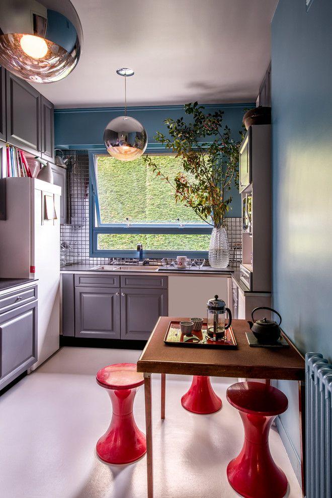 Чем отделать стены на кухне: обзор наиболее экономичных и комфортных вариантов http://happymodern.ru/chem-otdelat-steny-na-kuxne/ Цвет индиго в небольшой кухне для окраса стен Смотри больше http://happymodern.ru/chem-otdelat-steny-na-kuxne/