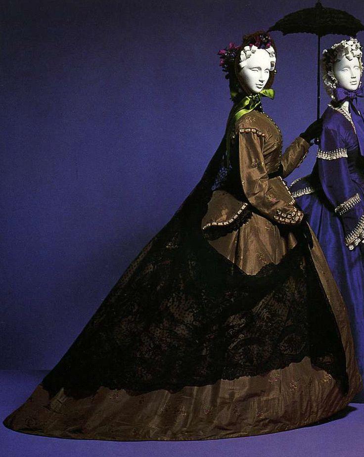 Дневное платье. Около 1865. Табачно-коричневая шелковая тафта-брокад, комплект из юбки и корсажа с отделкой тесьмой и кружевом.
