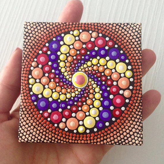 Originele kleine Mandala schilderij op doek 8 cm, aboriginalkunst, kleine schilderij, acryl verf op doek.  Mijn kunst zal zorgvuldig worden verpakt zodat schilderij bereikt u in perfecte staat en met een Priority Air Mail gestuurd.