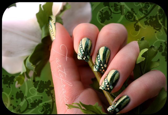 Nail art. for Halloween with my Poison Ivy costume