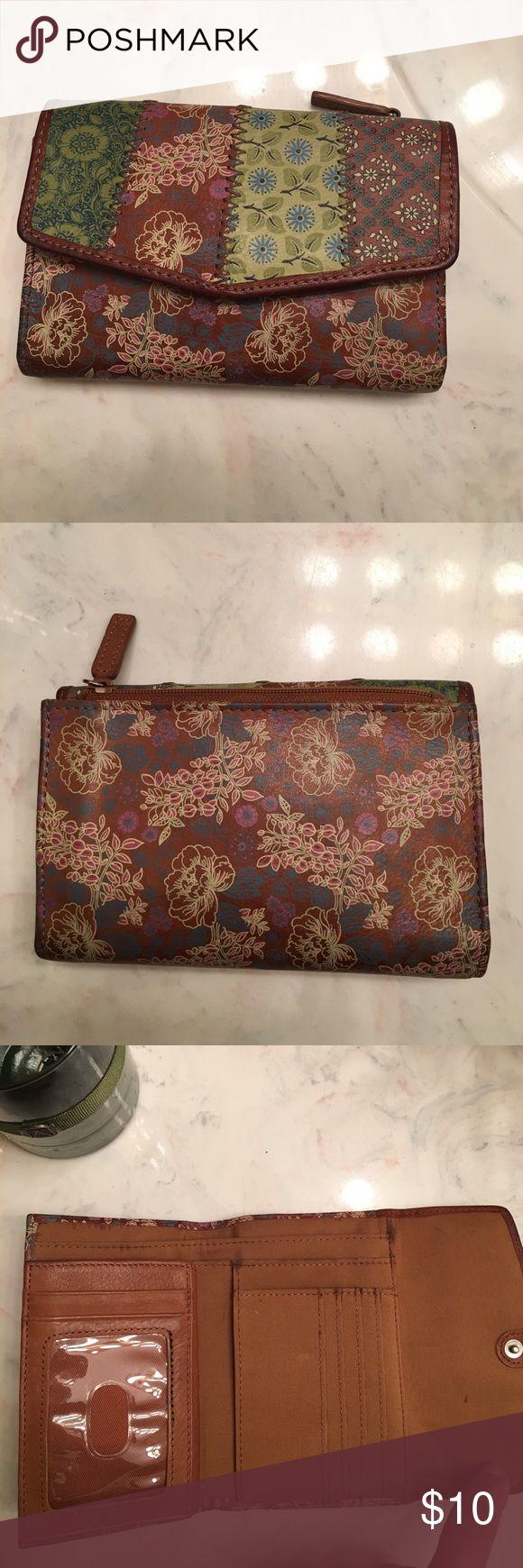 Lucky brand wallet ! Medium size Medium size wallet Lucky Brand Bags Wallets