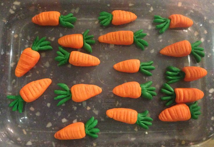 Miniature Carrots for cupcake toppers (made from royal icing)