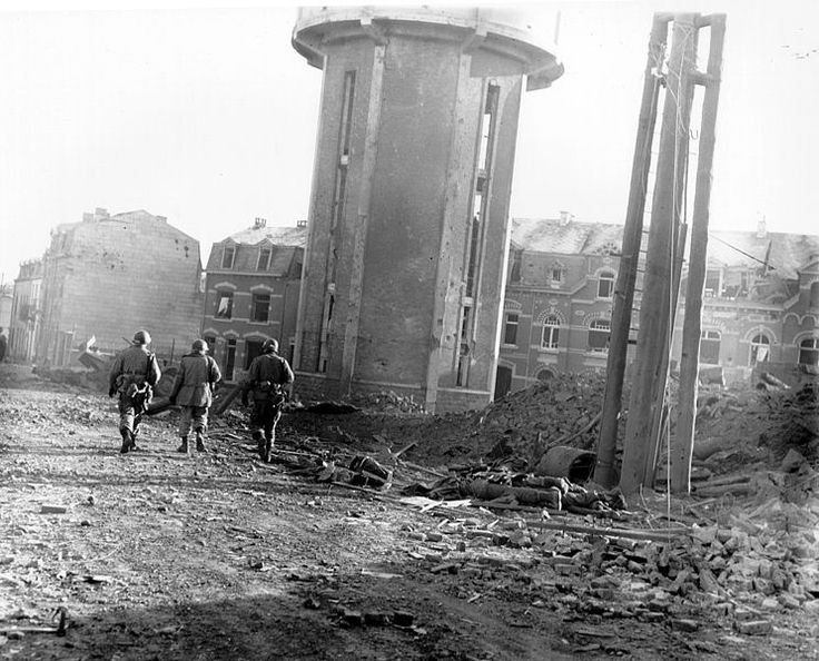 Les membres de la 101e division aéroportée à BASTOGNE - Noël 1944 - Rue du marché
