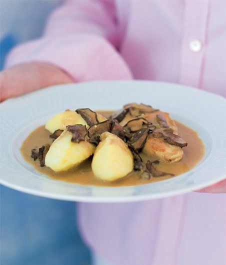 Mushroom sauce Typical Czech cuisine Houbovka recept - ApetitOnline.cz