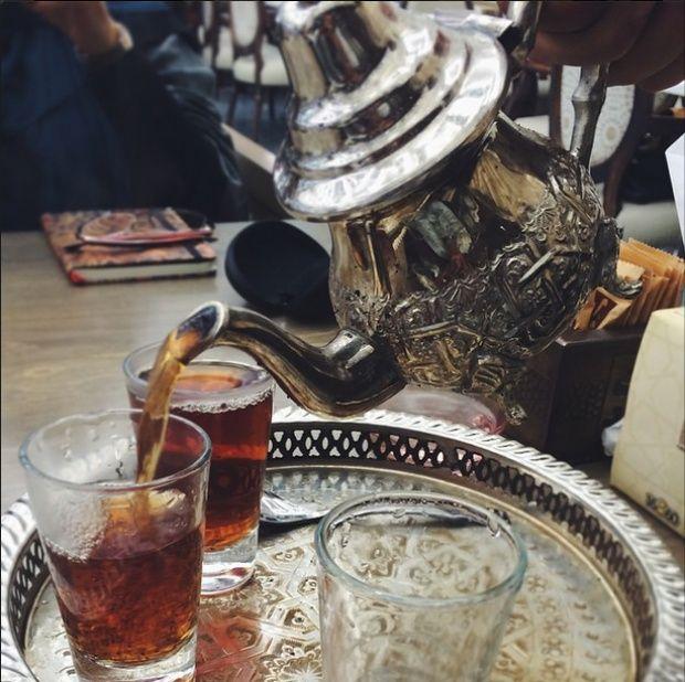 Как выглядит чашка чая вразных странах мира. Египет. Здесь любят черный несладкий чай. На свадьбах подают чай из гибискуса.