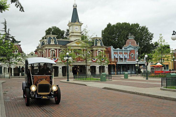 City Hall; Informatie, Folders, Toegankelijkheidsgids en kaarten, reservering voor de restaurants en de activiteiten van Disneyland Parijs.