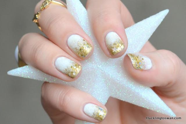 christmassy gold glitter and white gradient nails nail