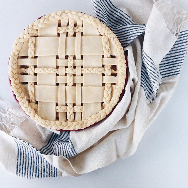 Earlier today...what should I name this pie? // Absolutely love this hand towel from @vermontfarmtable ❤️