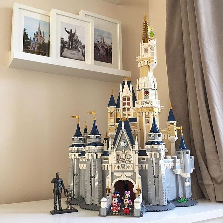 sidenote: all I want for christmas is this lego cinderella castle that @vickiethomp5on posted  #disney #lego #cinderellacastle