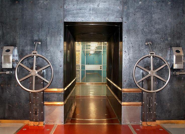ニューヨーク連銀の地下にある金庫の入り口