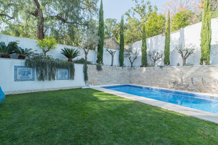 HomeLovers: garden + swimming pool
