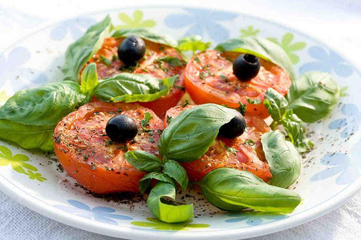 Grillowane pomidory z bazylią. #pomidory #oliwki #bazylia #smacznastrona #tesco #przepisy #przepis