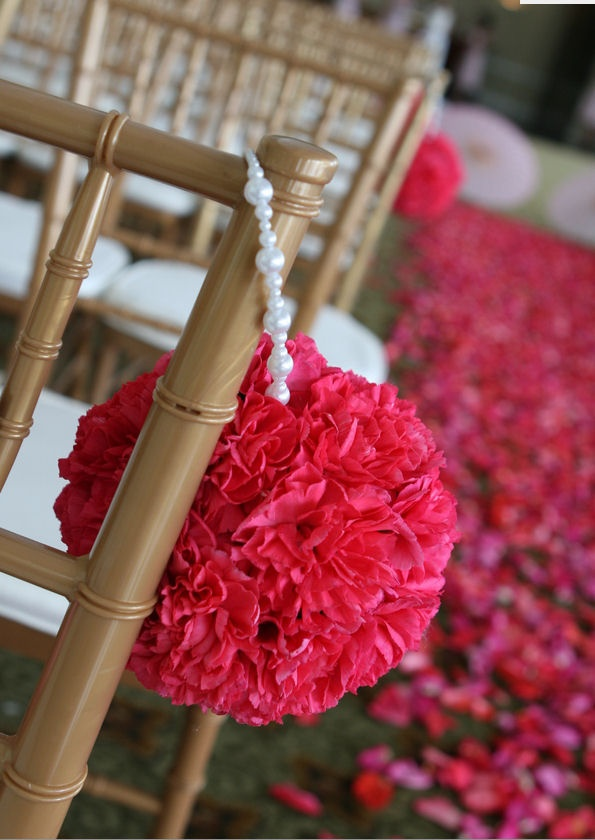 kissing ballPhotos Inspiration, Paper Ball, Beads Maybe Pearls, Kisses Ball, Cute Ideas, Chairs Decor, Pearls Hangers, Flower Girls, Outdoor Weddings