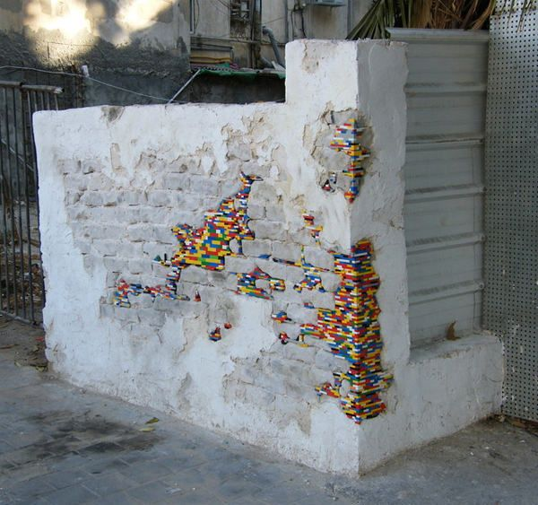 Lego Street Art, Seni Jalanan dengan Menggunakan Lego | Mobgenic