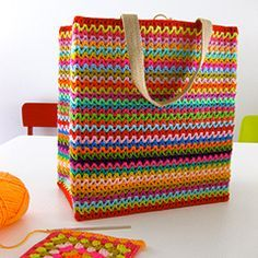 Jazzed up grocery tote. Download this free pattern at allcrochetpatterns.net