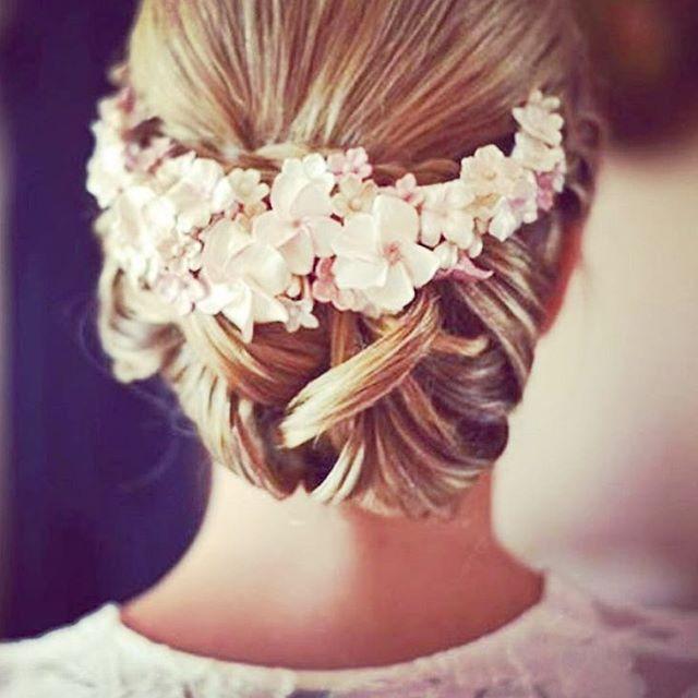Vacker uppsättning! Inspirationsbild från vår leverantör @modeca  #bruduppsättning #brudfrisyr #bröllopsfrisyr…