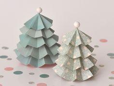 Créez un joli sapin de Noël en papier en suivant les étapes indiquées dans ce DIY. Bonne création!