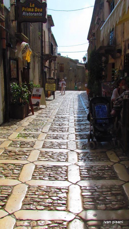 Erice, Sicily- This picture doesn't do this place justice. Probably the most beautiful part of Sicily just after Taormina ♥ @Karla Pruitt Pruitt Gross #trapani