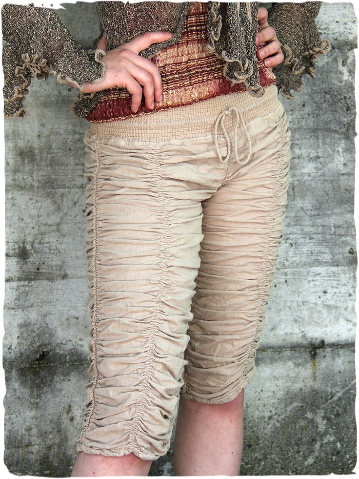 pantaloni in cotone Dalila #pantaloni 3/4 in #cotone, #aderenti e #arricciati. #modaetnica #ethnicalfashion #lamamita #moda #fashion #italianfashion #style #italianstyle #modaitaliana #lamamitafashion #moda2016 #fashion2016 #pantaloni #spring #springfashion #summerfashion #trousers #ethnictrousers