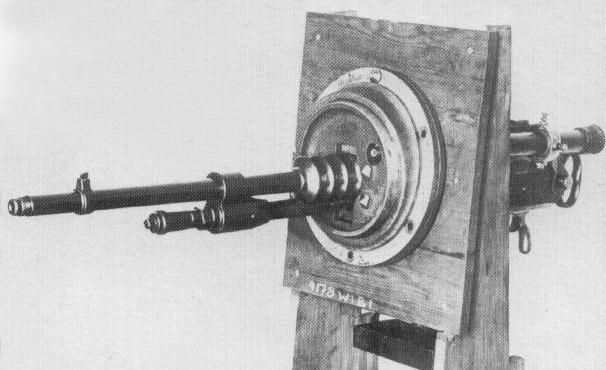 Tank machine gun wz. 25 with a telescopic sight, in an universal round mounting.