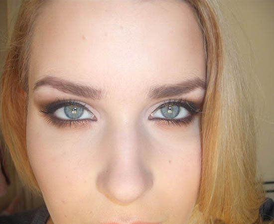 Great tutorial on how to do an smoky eye for blue eyed girls using the Urban Decay Naked palette