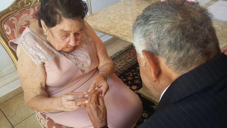Casamento de idosos do asilo, emocionou a cidade de São Manuel - O casal Laurentino de 89 anos, eAntônia de 71 anos, oficializaram a união nesta segunda-feira (30)os dois se conheceramno asilo, Pousada Da Colina em São Manuel. Em frente ao juiz Adilson Blanco, os dois confirmam a vontade de oficializar a união.  Aparentemente ansiosos, os noivos chegaram - http://acontecebotucatu.com.br/regiao/casamento-de-idosos-do-asilo-emocionou-cidade-de-sao-manuel/