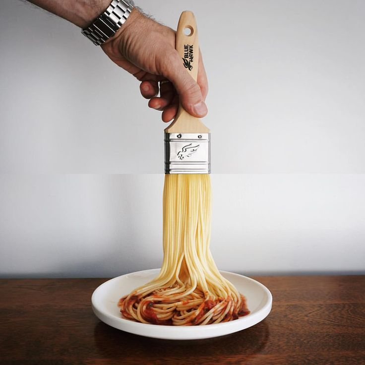 Here are the latest improbable mashups by Stephen McMennamy, who with his ComboPhoto series is having fun combining two pictures.Paintbrush and spaghetti-verfkwast en spaghetti #combophoto