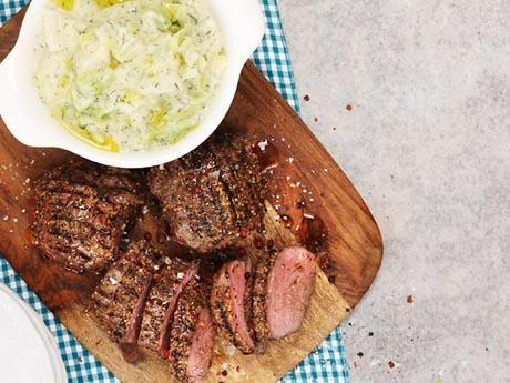 Grillad lammrostbiff med lättstuvad spetskål och tryffel Receptbild - Allt om Mat