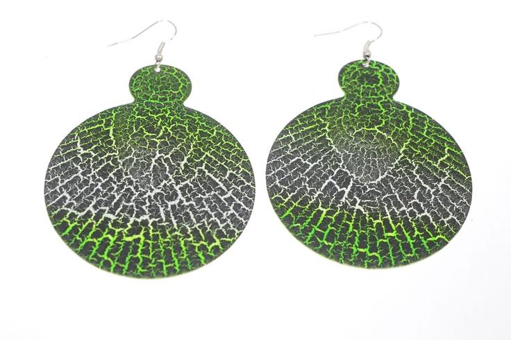 Pendiente ovalado de resina. Estampado animal print verde.    Medidas 7,5 cm x 6 cm  Ref.: AG8158V  http://www.meigallo.com/articulo/835/pendiente-ovalado-animal-verde
