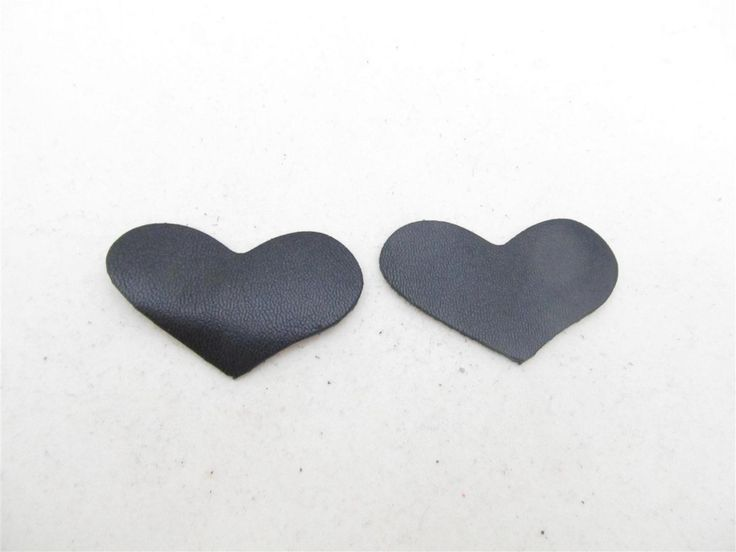 Black leather hearts 42mm (2 pcs)