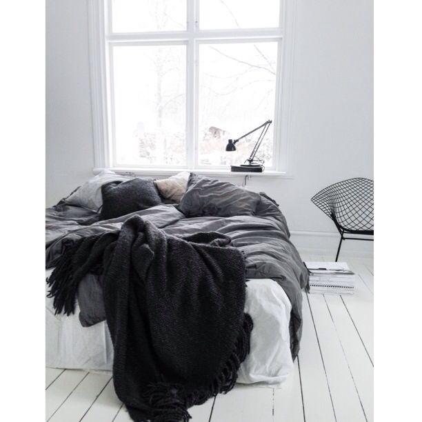 Messy bed   Photo ©bycazandra