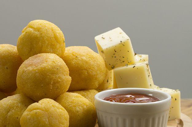Aprenda a fazer as bolinhas de polenta com queijo: | Resolvemos juntar dois petiscos maravilhosos em um só!