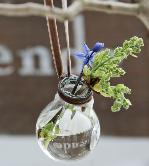 DIY: Lav søde vaser af elpærer