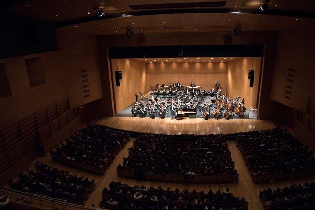 """""""Magnífico."""" """"Deslumbrante."""" Son los adjetivos a los que los asistentes al concierto con el que la #OrquestaRTVE conmemoraba el @viiicentenario  de la Universidad de Salamanca recurrían para definir el apasionante evento del pasado viernes."""