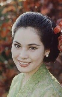 Ratna Sari Dewi Soekarno / Naoko Nemoto