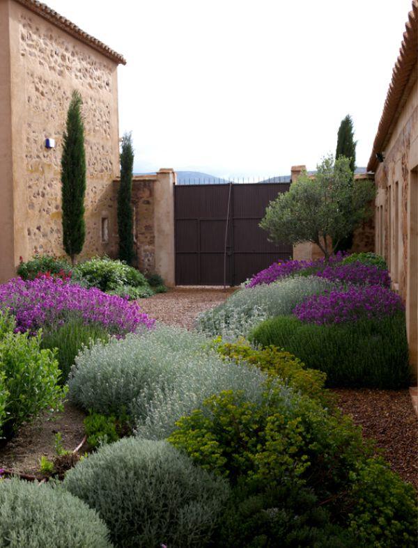 25 best ideas about italian courtyard on pinterest - Contenedor de agua ...