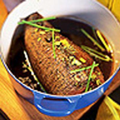 Älgstek med gräddsås och bakad schalottenlök