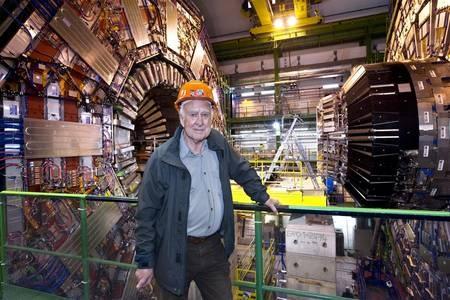 Boson de Higgs                               Peter Higgs devant le détecteur CMS. © Cern