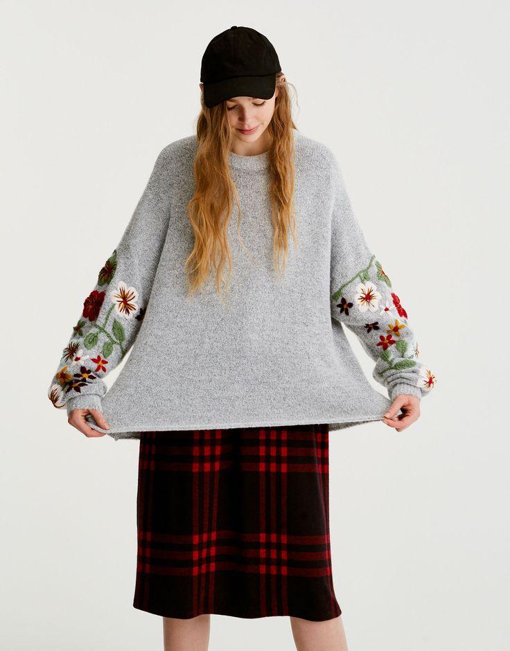 Bestickter Pullover handmade - Strick - Kleidung - Damen - PULL&BEAR Deutschland