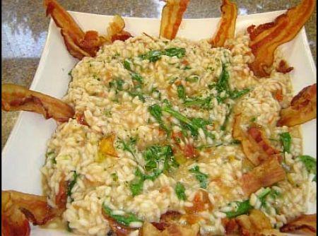 Risoto com tomate seco, rucula e bacon - Veja mais em: http://www.cybercook.com.br/receita-de-risoto-com-tomate-seco-rucula-e-bacon.html?codigo=84181