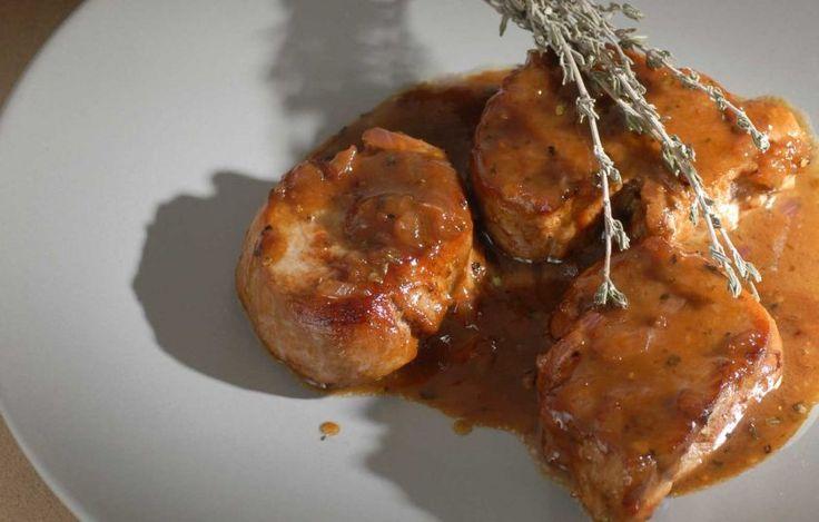 Μια τέλεια μελωμένη σάλτσα για το τέλεια ψημένο, ζουμερό κρέας μας.