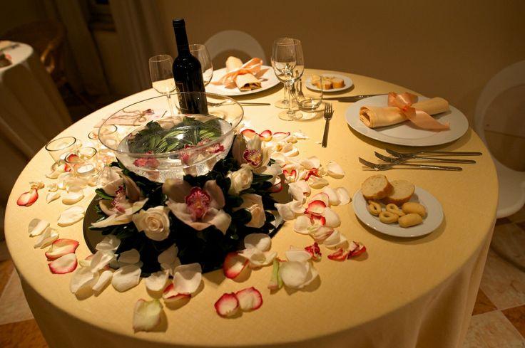 proposta di mise en place per matrimoni durante una serata di San Valentino - lino color pesca