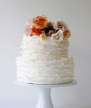 How do you choose the perfect wedding cake? Talk to a pro. Here, the secrets to designing the cake of your dreams.