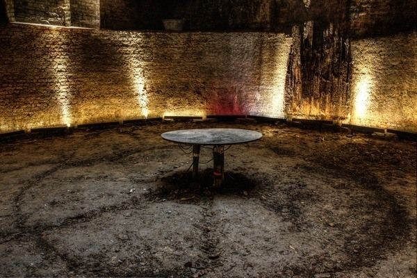 The King's Cross Ice Well | Atlas Obscura LONDON, UNITED KINGDOM THE KING'S CROSS ICE WELL A subterranean ice warehouse that has lain hidden beneath central London for over a century is now open to the public