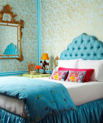 me in a room: the wallpaper, the turquoise!, the clashing prints and knick knacks...