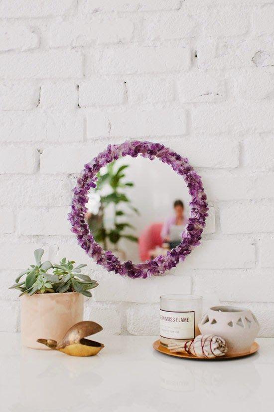 Espejo decorado con cristales de amatista
