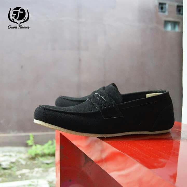 New Giant Aluino Black  Price : Rp 260.000,-   Delivery from Bandung, Indonesian  Size 39-45  Materials Lak Leather & Rubber Outsole  www.sepatutrabass.com  Pin BBM  : 5C699DC3  HP/WA    : 085752061333  #GiantFlames #cowok #guy #Bandung #indonesia #nusantara #kaskus #sepatu #sepatutrabass #jualanku #jualan #laki #vintage #man