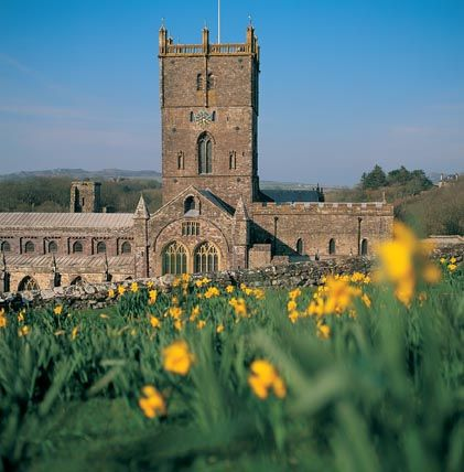 The Cardiff University Choir and Orchestra will be at St David's Cathedral, Pembrokeshire, on 5 May 2012. Come join us for Vivaldi's Four Seasons and Mozart's Coronation mass.  http://concerts.cf.ac.uk